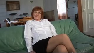 Amateur mature french woman tasting a cock