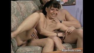 Ugly mature slut sucks two cocks